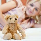 Mooi jong meisje met stuk speelgoed Royalty-vrije Stock Afbeelding