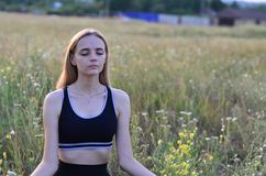 Mooi, jong meisje op een witte achtergrond, portret stock foto