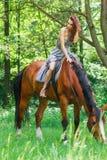 Mooi jong meisje op paard Royalty-vrije Stock Afbeelding