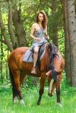 Mooi jong meisje op paard Royalty-vrije Stock Fotografie