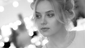Mooi jong meisje, zwart-witte foto stock foto's