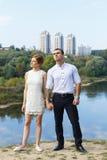 Mooi jong paar die aan toekomst kijken Royalty-vrije Stock Fotografie
