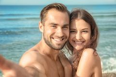 Mooi Jong Paar die Selfie nemen Royalty-vrije Stock Afbeelding