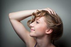 Mooi jong vrouwelijk model Stock Foto's