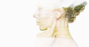 Mooi jong vrouwengezicht over natuurlijke achtergrond royalty-vrije stock afbeelding