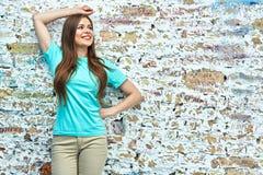 Mooi jong vrouwenportret gelukkig stock foto's