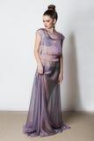 Mooi jong zoet meisje in boudoirkleding in de studio met de heldere ogen van make-upsmokey royalty-vrije stock foto