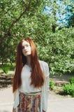 Mooi jong zonnig de zomerportret van het gembermeisje Stock Afbeeldingen