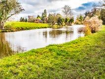 Mooi kanaal in de herfst stock foto