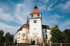 Mooi kasteel Blatna in de Tsjechische Republiek op zonnige warme dag stock foto's