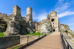 Mooi kasteel in Ogrodzieniec dichtbij Krakau in de lente, Polen Royalty-vrije Stock Afbeeldingen