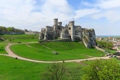 Mooi kasteel in Ogrodzieniec dichtbij Krakau in de lente, Polen Stock Afbeeldingen