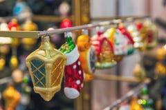 Mooi Kerstmisspeelgoed op de opslagteller Royalty-vrije Stock Fotografie