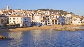 Mooi klein Spaans dorp Calella DE Palafrugell in Costa Brava stock video