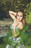 Mooi kleurrijk gestemd portret van sensuele jonge sportieve woma Stock Afbeelding