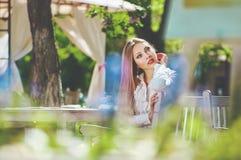 Mooi kleurrijk gestemd portret van sensuele jonge vrouwen met zo Stock Afbeelding