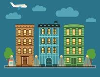 Mooi kleurrijk stadslandschap van de binnenstad met diverse huizen in de stad, Stock Foto's