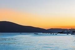 Mooi landschap, bergmening, zonsondergang royalty-vrije stock afbeelding