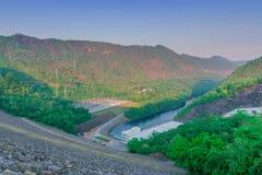 Mooi landschap bij de avond van Srinagarind-dam Kanchanabui, royalty-vrije stock foto