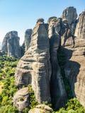 Mooi landschap die de rotsvormingen in de bergen in Meteora-gebied, Griekenland overzien royalty-vrije stock afbeeldingen