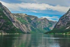Mooi landschap en landschap van fjord, Noorwegen royalty-vrije stock foto's