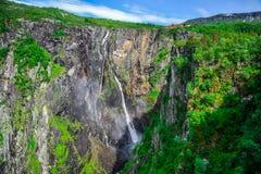 Mooi landschap en landschap van watervalklip, Noorwegen royalty-vrije stock foto's
