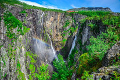 Mooi landschap en landschap van watervalklip, Noorwegen stock afbeelding