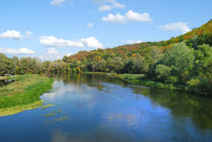 Mooi landschap met een mening over de rivier royalty-vrije stock foto's