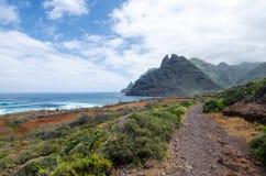 Mooi landschap met mening over de Atlantische Oceaan, bergen van Anaga en unieke aard van het Noorden van Tenerife Canarische Eil Royalty-vrije Stock Fotografie