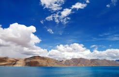 Mooi landschap met pangondmeer, HDR Stock Foto