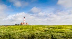 Mooi landschap met vuurtoren bij Noordzee, Duitsland Stock Foto's