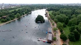 Mooi landschap rond Hyde Park, Londen, het Verenigd Koninkrijk stock videobeelden