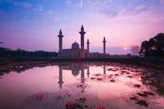 Mooi landschap tijdens zonsopgang bij de Moskee Maleisië van Bukit Jelutong Stock Foto's