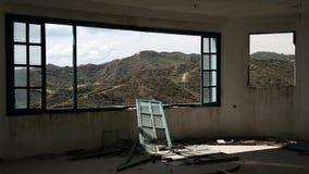Mooi landschap uit breed venster van een verlaten hotel stock video