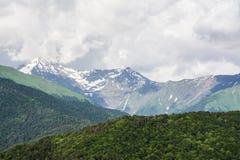 Mooi landschap van bergen stock afbeeldingen