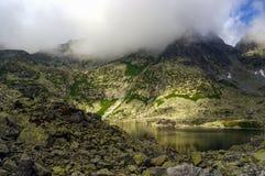 Mooi landschap van bergmeer Hoge tatras slowakije Stock Fotografie