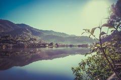 Mooi landschap van Chinees gemeenschap en reservoir van het Thaise Dorp van Verbodsrak, dichtbij Thais-Myanmar grens, Mae Hong So stock afbeelding