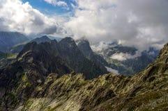 Mooi landschap van de grote bergpieken Stock Foto's