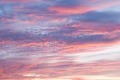 Mooi landschap van de ochtend of avondhemel stock afbeelding