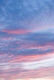 Mooi landschap van de ochtend of avondhemel stock foto's
