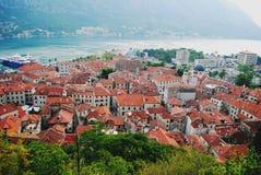 Mooi landschap van de oude stad van Kotor stock fotografie