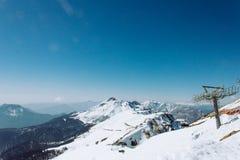Mooi landschap van de winter Kaukasische bergen stock afbeelding
