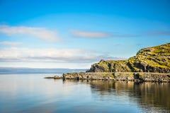 Mooi landschap van rotsachtige kust van Noorwegen royalty-vrije stock afbeelding
