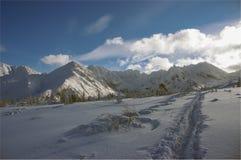 Mooi landschap van sneeuwbergen Stock Foto's