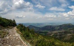 Mooi landschap van Tatra-Bergen, een deel van de Karpatische bergketting in Oost-Europa, tussen Slowakije en Polen stock afbeelding