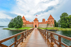 Mooi landschap van Trakai-Eilandkasteel, Trakai Litouwen Het Kasteelpanorama, meer en bos van het Trakaieiland Royalty-vrije Stock Foto