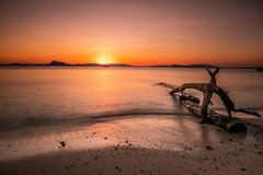 Mooi landschap van zeegezicht in zonsondergang, Koh Yao Yai, Phang Nga, Thailand royalty-vrije stock foto's