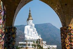 Mooi landschapsbeeld met Vijf Boedha standbeeld Royalty-vrije Stock Foto's