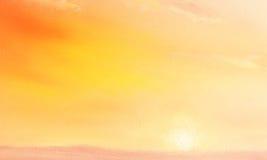 Mooi landschapslandschap met gouden hemel en purpere gebieden bij dageraad, olie op canvas royalty-vrije illustratie