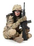 Mooi legermeisje met geweer royalty-vrije stock foto